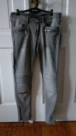 Bikerjeans von H&M in grau mit silbernen Reißverschlüssen