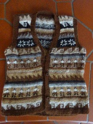 Bildhübsche handgestrickte Weste aus Alpakawolle