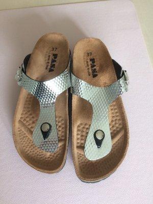 Sandalias de tacón con barra en T color plata