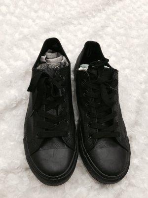 Black Chucks - Brandnew