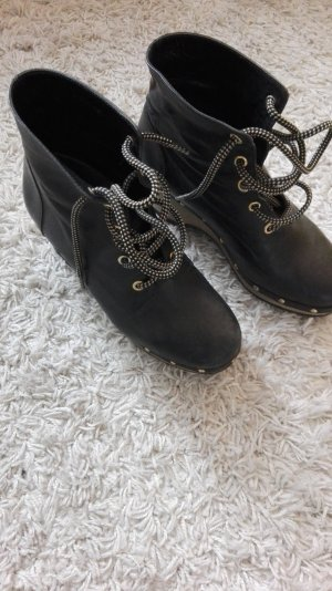 Black Leather Gommafoot Boots