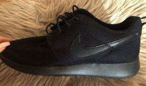 black running shoe nike ☑️