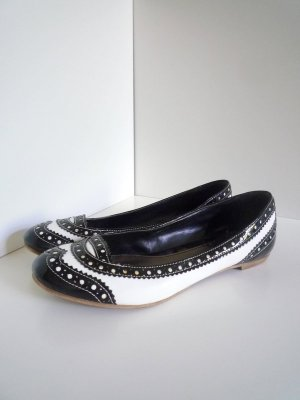 "*Black & White"" Ballerinas im Brogue-Look, Gr. 39, mit Lack"