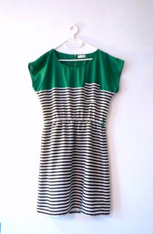 *Black & White* Kurzes Kleid von MALVIN, mit grasgrün