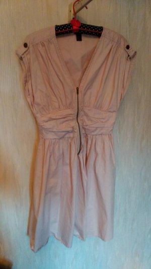 blassrosa Kleid mit Reißverschluss und Raffung vorne
