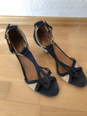 Blau-beige Sandalen mit kleinem Absatz