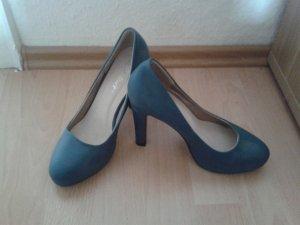 blau farbende high heels