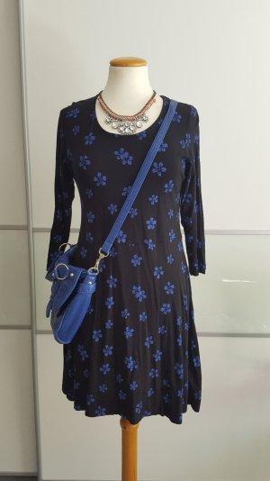 blau geblümtes Jerseykleid
