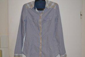 Blau gestreiftes Hemd