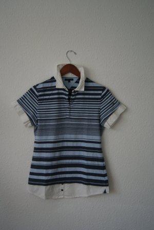 blau gestreiftes Poloshirt