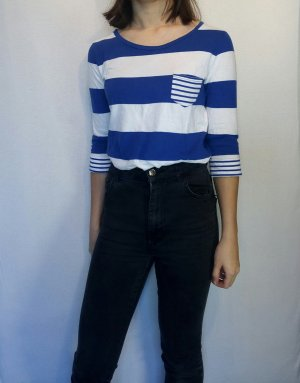 Blau gestreiftes Shirt