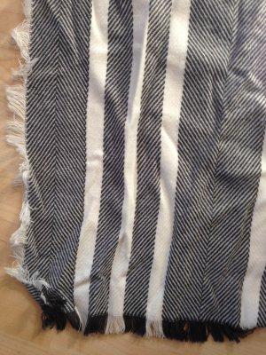 Blau-grau gestreifter Schal