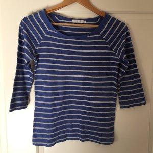 Blau-grau-gestreiftes T-Shirt