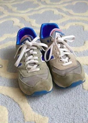 Blau grau pinke New Balance Sneaker