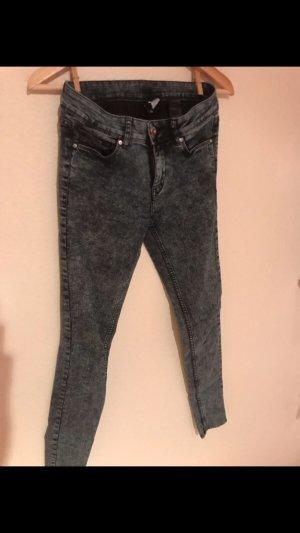 Blau graue Jeans