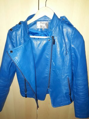 Blau leather jacket.