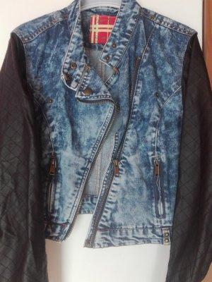 blau schwarze Jeansjacke