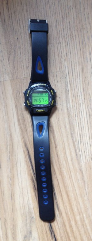 Blau- schwarze Uhr von Casio