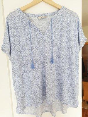Blau-Weiß gemustertes T-Shirt