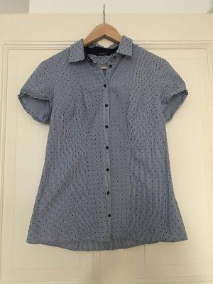 Blau-weiß gepunktete Bluse
