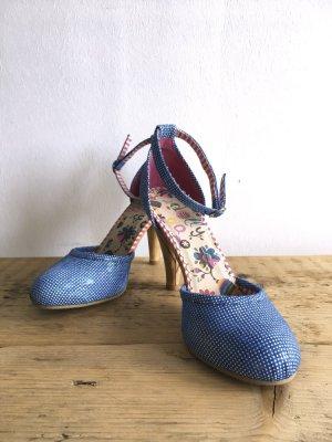 Blau-weiß-gepunktete High Heels – NEU