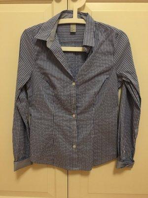 Blau-weiß gestreifte Bluse