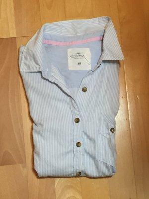 Blau-weiß gestreifte Bluse mit Cord