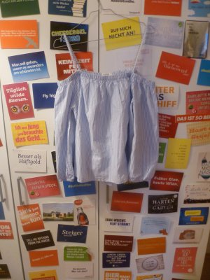 Blau weiß gestreifte Cold-Shoulder-Bluse von Springfield, Off Shoulder, Blogger, Sommer