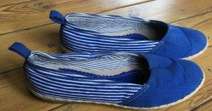 Blau/weiss gestreifte Espadrilles