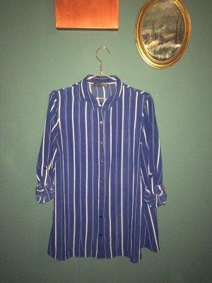 Blau-weiß gestreifte, lange Bluse