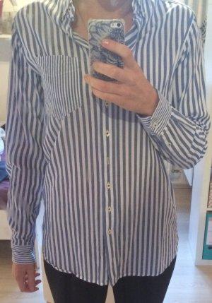 Blau-weiss gestreiftes Hemd