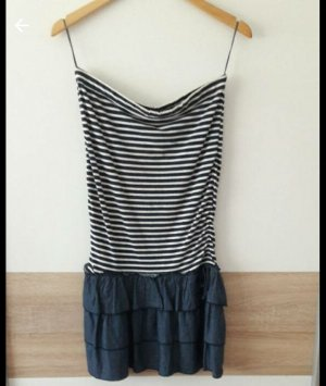 Blau-Weiß gestreiftes Kleid