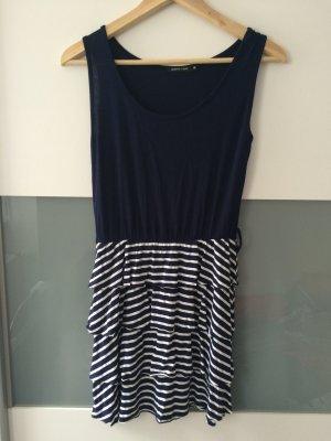 Blau-weiß gestreiftes Kleid im marine Look