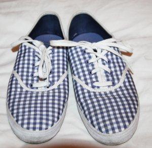 Blau-weiß karierte Slipper / Sneakers von Lacoste