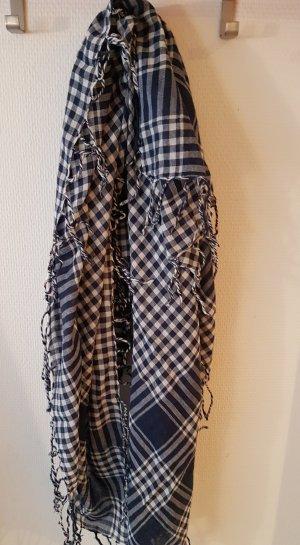 blau-weiß kariertes Tuch mit Borte