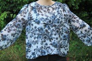 blau-weiße geblümte Bluse