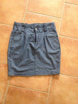 Blau-weißer Punkterock von Ichi