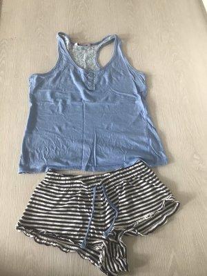 Blau, weißer, sommerlicher Schlafanzug von Hunkemöller