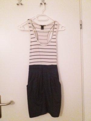 Blau-weißes Kleid