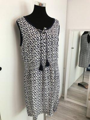 Blau weißes Kleid mit Troddeln