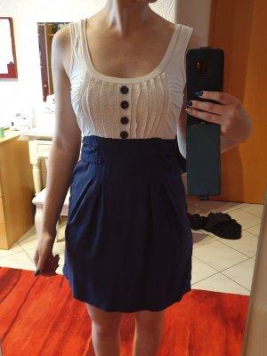 Blau-weißes Sommerkleid