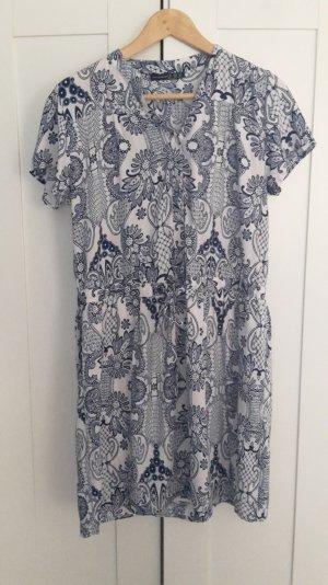 blau-weißes Sommerkleid mit Knopfleiste