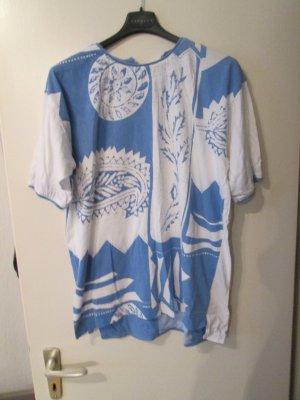 Blau-weißes T-Shirt mit Perlen