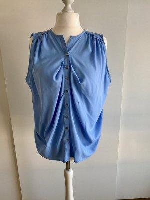 Blaue ärmellose Bluse
