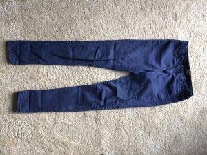 blaue Baumwollhose