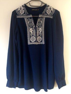 Blaue, bestickte Tunikabluse von Antik Batik