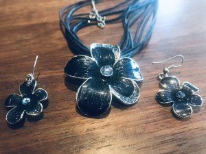 Blaue Blumenkette mit Ohrringen (Set)
