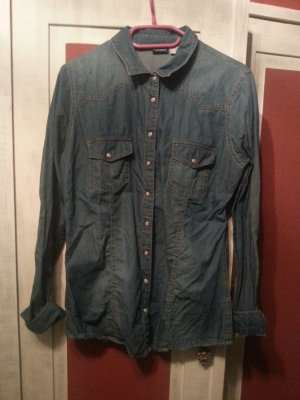 blaue Bluse im Jeanslook