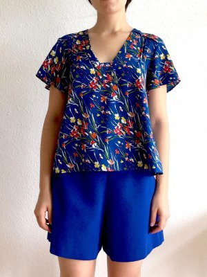 Blaue Bluse mit Blumenmuster von Zara