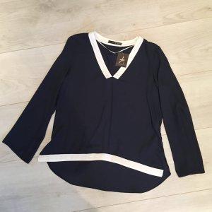 Blaue Bluse mit weißem Kragen